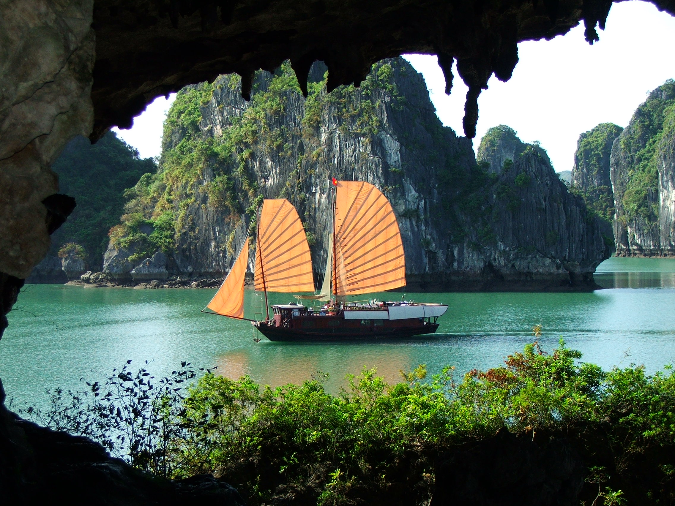 vinh ha long airlinestravel